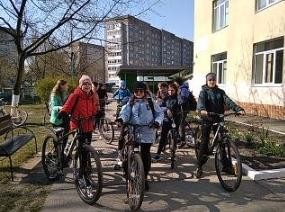 Пластуни Вараської гімназії здійснили велосипедну мандрівку до села Костюхнівка , де відвідали місце поховання учасників І Світової війни.